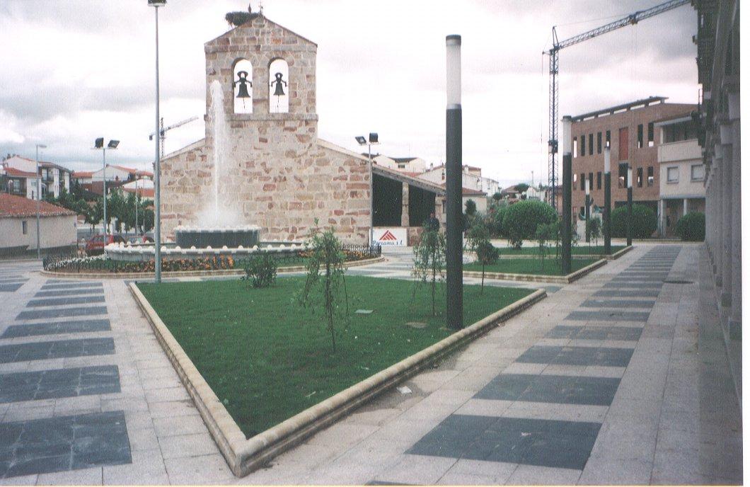 Urbanización de la Plaza de Carbajosa de la Sagrada.